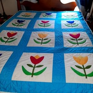 Twin / double size tulip quilt
